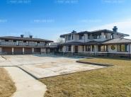 Продается дом за 281 371 500 руб.